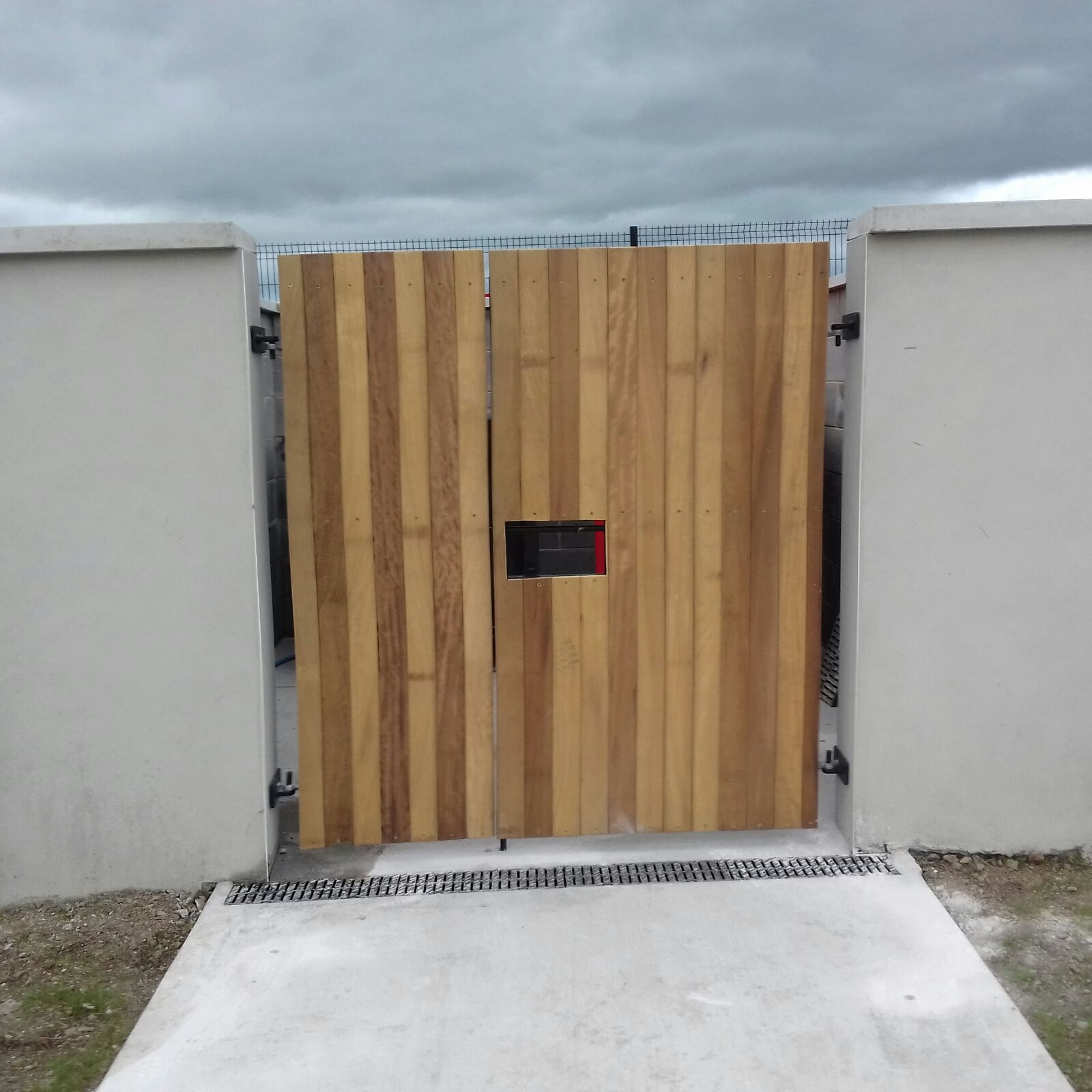 Bin Store Gate